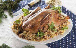 Утка, фаршированная рисом, фисташками и сушеной вишней