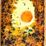 Творожно-гречневая запеканка со шпинатом и яйцом