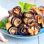 Рулетики из баклажанов с овощами и грибами