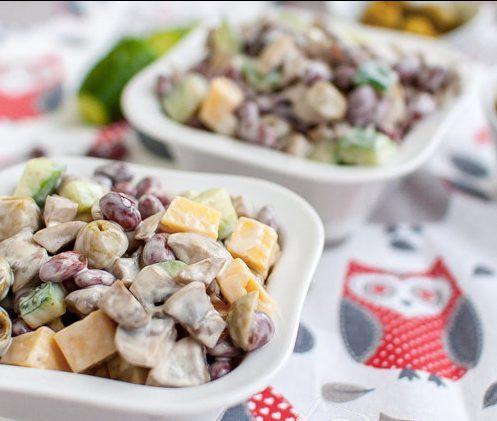 Салат с сыром, грибами и фасолью