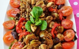 Салат из артишоков, грибов и чечевицы