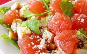 Салат с курицей и грепфрутом