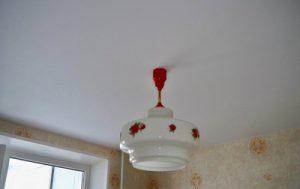 Проектируем дизайн потолка на кухне и выбираем лучшие материалы