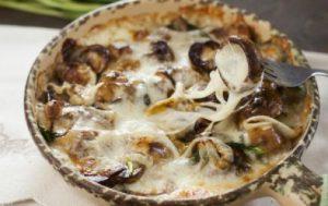 Белые грибы в сулугуни