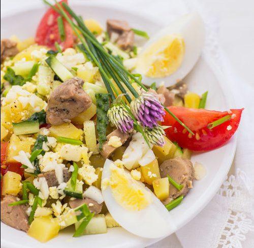 Салат из печени трески с картофелем и яйцами