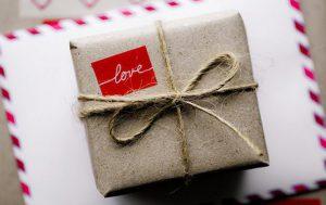 Не знаешь, что подарить любимому человеку? Тебе поможет интернет магазин iOK