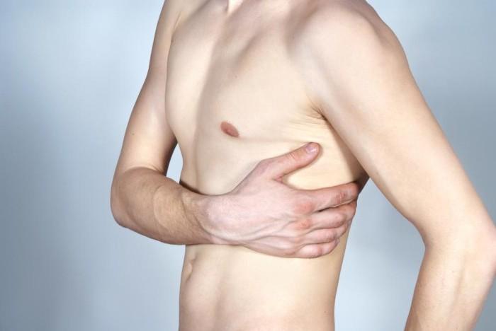 Откуда берутся давящие боли в грудной клетке?