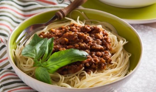 Спагетти с чечевичным соусом