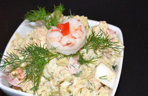 Картофельный салат с креветками и болгарским перцем