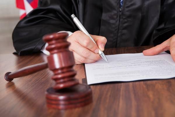 Как правильно выбрать адвоката по уголовным делам?
