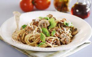Спагетти болоньезе с грибами