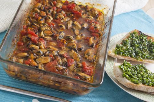 Пряные мидии в томатном соусе