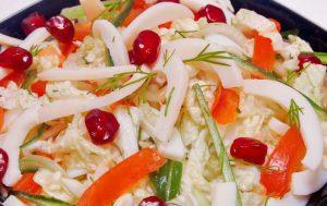 Салат из пекинской капусты с кальмарами
