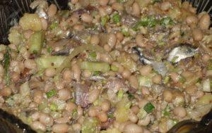 Салат из фасоли и кильки