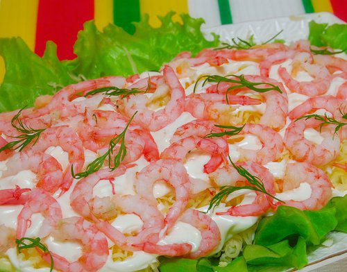 Салат с креветками и ананасами «Комплимент»
