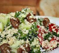 Салат с кускусом, овощами и фаршем