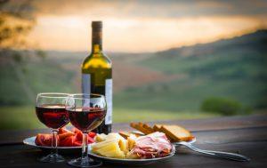 Советы от школы сомелье: с чем пьют красное вино