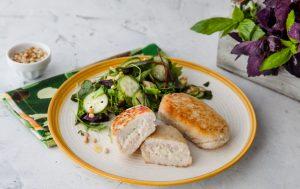 Зразы с моцареллой и салатом с авокадо