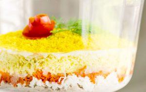 Обзор вариантов салатов с рыбными консервами и рыбой