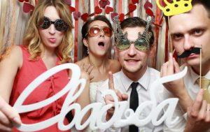 Фотобудка на свадьбу: как правильно выбрать и основные преимущества