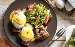 Быстро, вкусно, полезно: яйца пашот со сливками