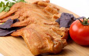 Как приготовить вкусную копченую курицу без коптильни?