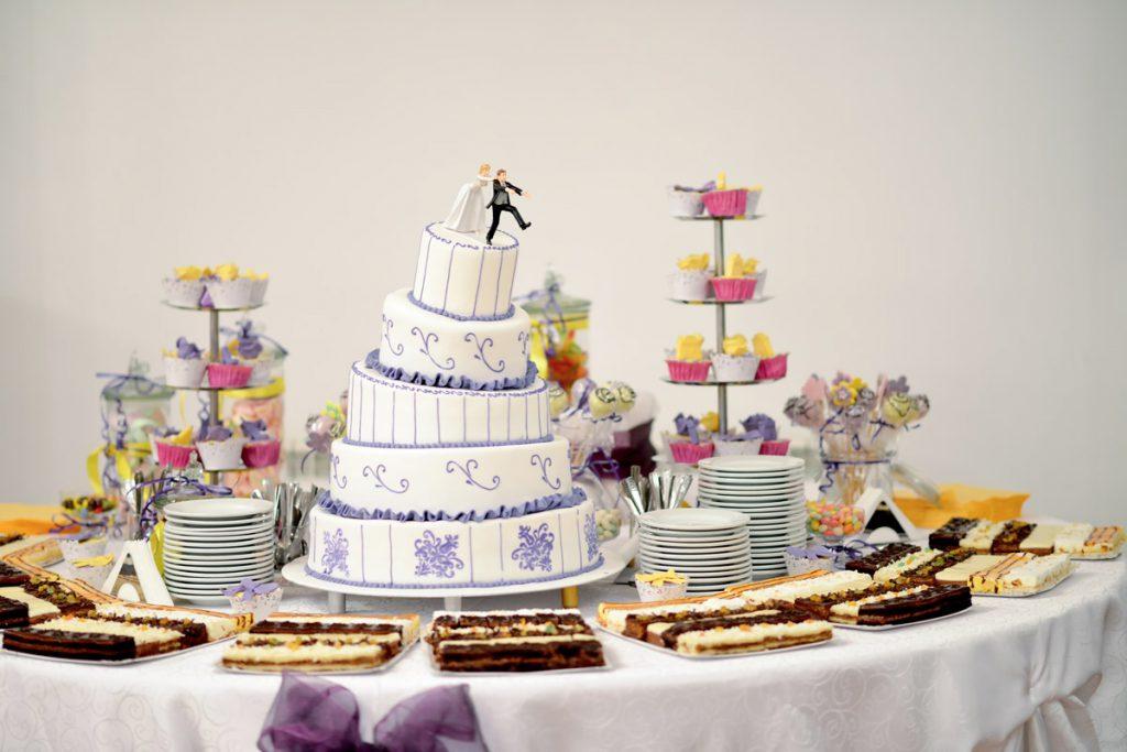 Свадебный торт в форме обручальных колец