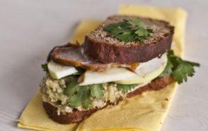 Бутерброд с песто из баклажана