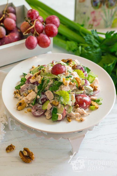 Салат из курицы с виноградом и сельдереем