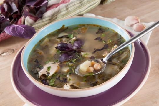 Пряный суп из курицы с нутом