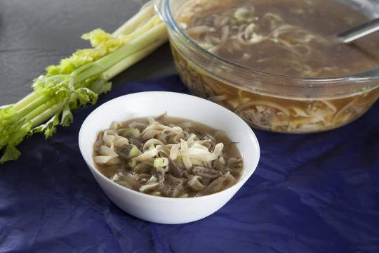 Утиный суп с лапшой и вешенками