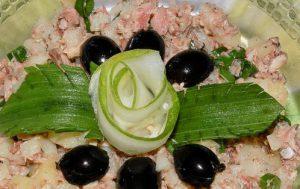 Салат из рыбных консервов с картофелем
