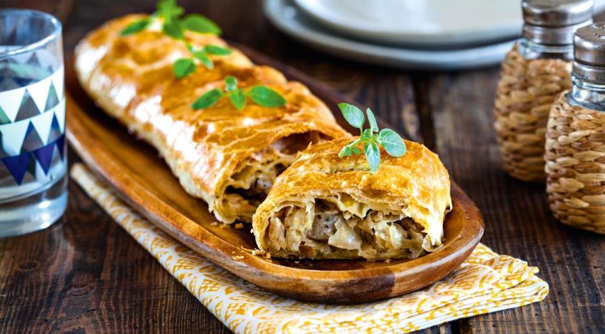 Штрудель с капустой и колбасками