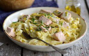 Паста с лососем и сливочным соусом