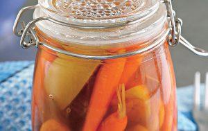 Морковь с фруктами в укропном маринаде