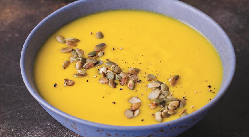 Тыквенный суп c имбирем и с жареными семечками