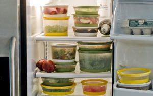 Как правильно хранить продукты в холодильнике?