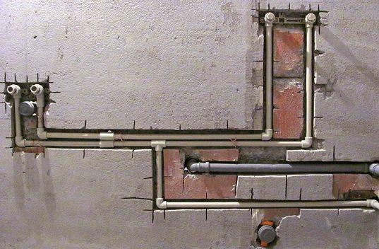 Монтаж водопровода из металлопластиковых труб