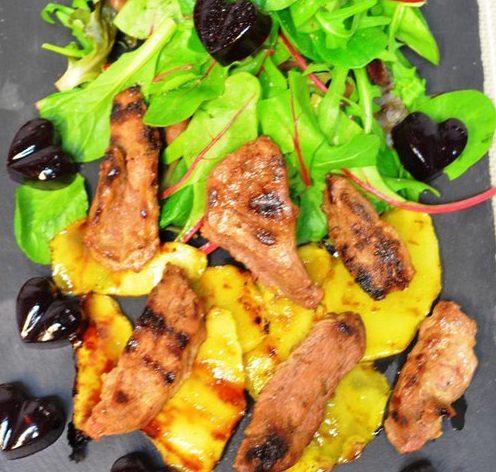 «Романтический» салат с утиной грудкой и манго
