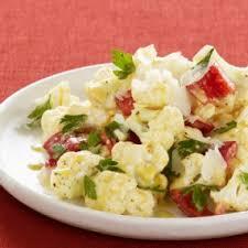 Теплый салат из цветной капусты с перцем и сельдереем