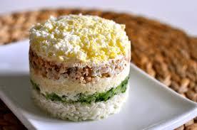 Салат с горбушей, рисом и огурцами