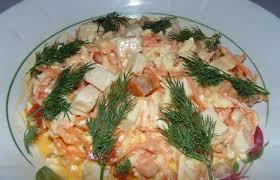 Салат с копчёной курицей, сыром и грибами