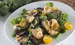 Теплый салат с желудками Конфи