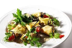 Салат с баклажанами и хумусом
