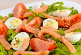 Салат из сёмги с перепелиными яйцами