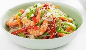 Салат с креветками и фунчозой