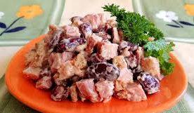 Теплый салат из фасоли, картофеля и тунца