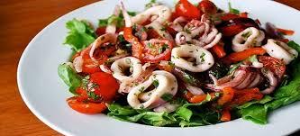 Cредиземноморский салат из кальмаров