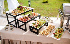 Кейтеринг: проведение незабываемого свадебного банкета с выездом