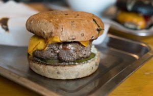 Чизбургер с необычным основанием